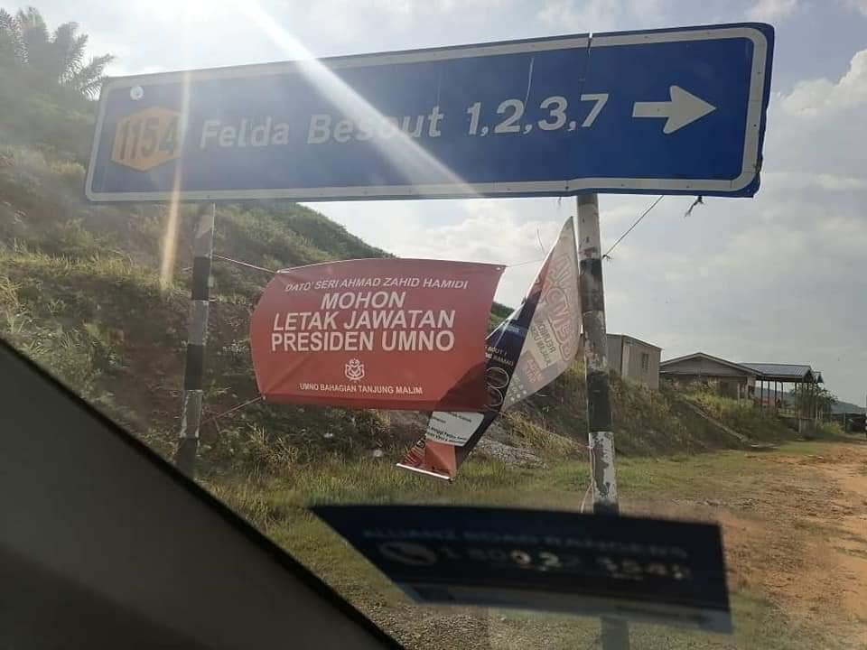 Setiausaha UMNO lapor polis kain rentang desak Zahid Hamidi letak jawatan