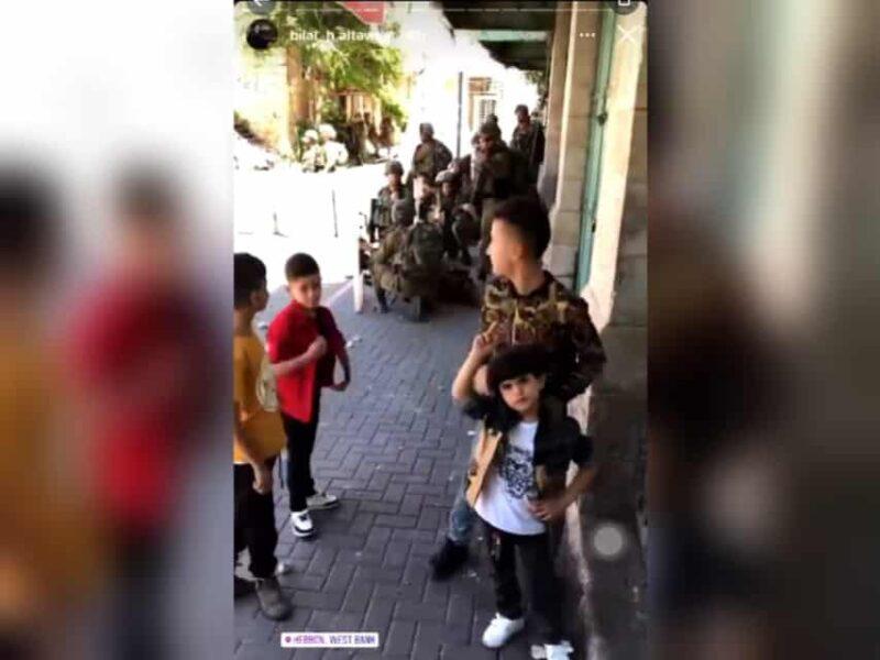 """""""Koyak ya"""" – Kanak-kanak Palestin 'membahan' askar Israel secara berdepan"""