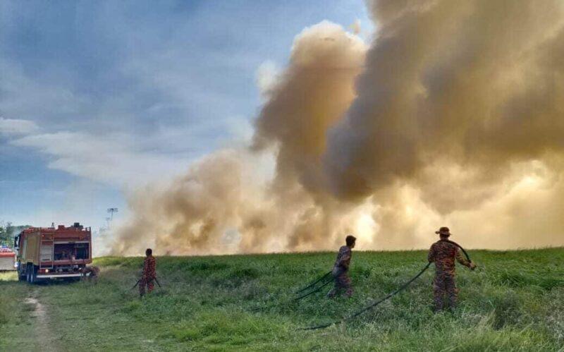 Padang Astaka Sitiawan terbakar